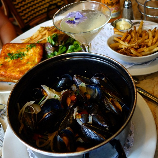 Le'Express – NYC - Lyonnaise bouchon (french) - mussels, croque monsieur, fries, elderflower cocktail
