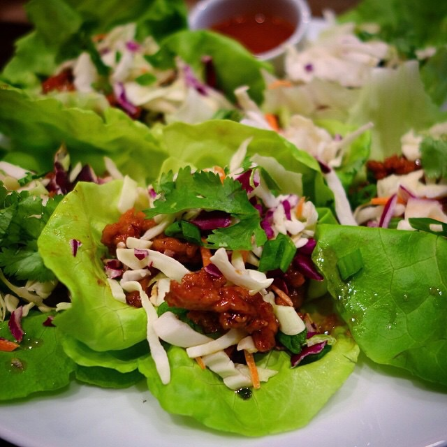 Homechef - Thai pork lettuce wraps with water chestnuts, ginger and sesame dipping sauce