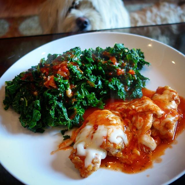 Skinny Chicken Mozzarella with Basil Marinara Sauce and Garlicky Kale - Home Chef