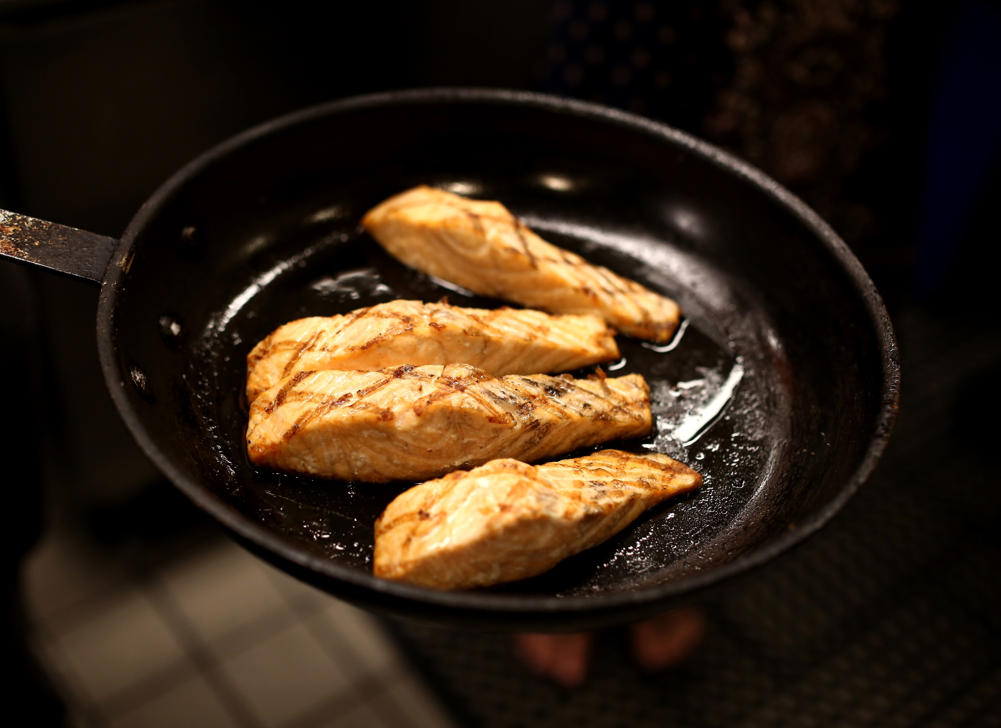 The salmon is finished baking and looks amazing. You can see the delicious, natural oils from the salmon in the pan.
