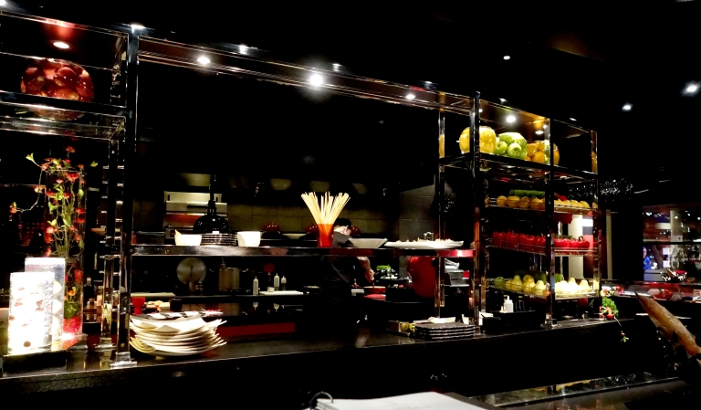 L'Atelier – by Joël Robuchon, Las Vegas – the view to the right from our seats at the bar.