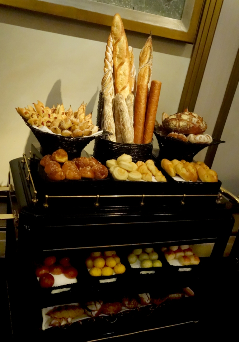 Joël Robuchon – by Joël Robuchon, Las Vegas – The bread cart. Yas.